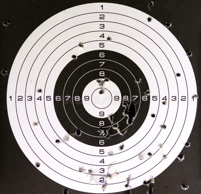 Luftgewehrziel und -löcher stockfotos