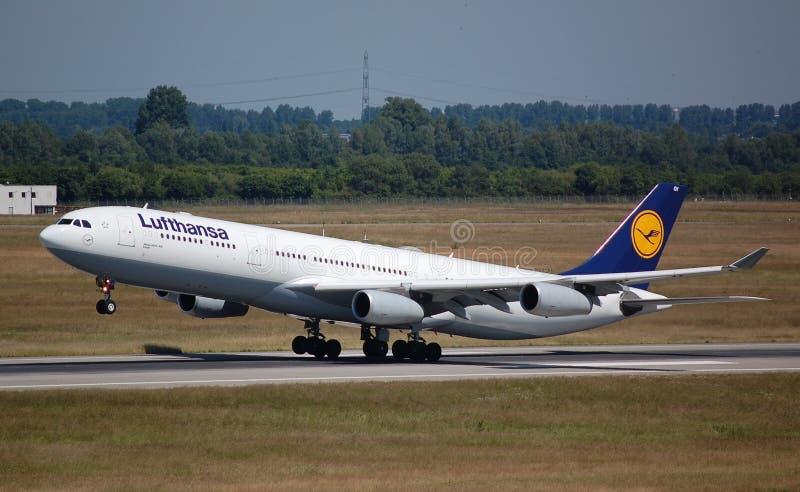 Lufthansa Airbus 340 foto de stock