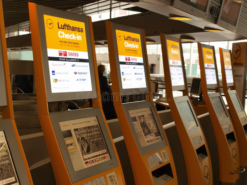 Download Lufthansa Check-in Editorial Stock Image - Image: 15345454