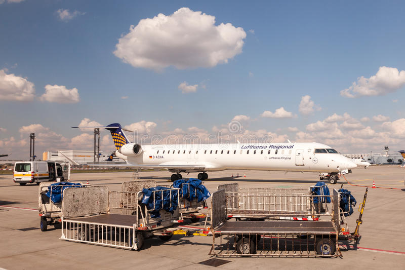 Lufthansa CityLine Canadair CRJ-900 stockfotos