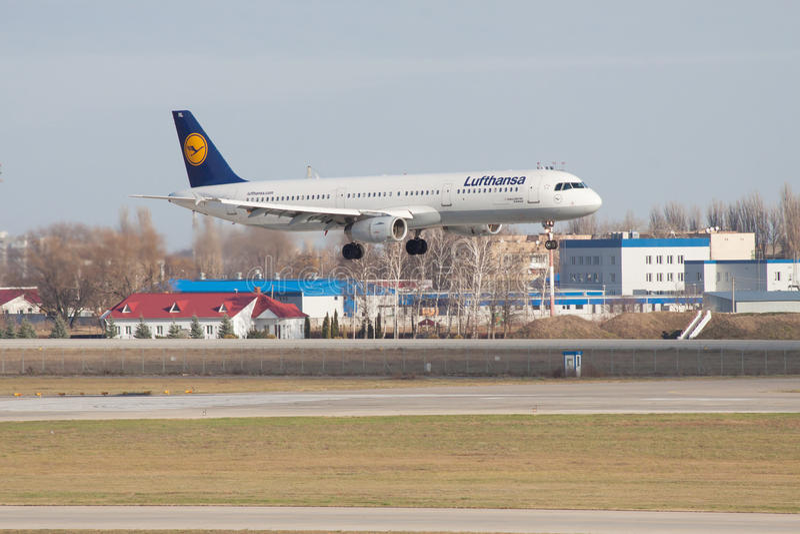 Download Lufthansa-Luchtbus A321 redactionele fotografie. Afbeelding bestaande uit reis - 54085722