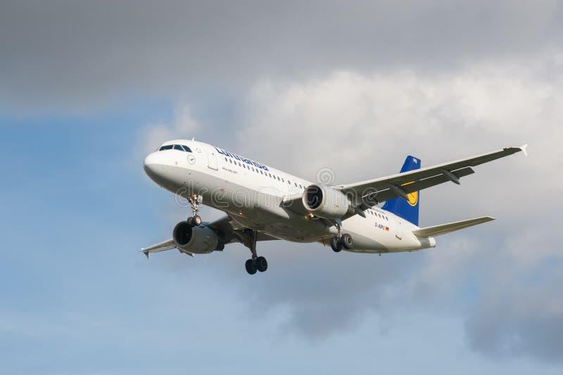 Lufthansa Luchtbus A320 royalty-vrije stock foto's