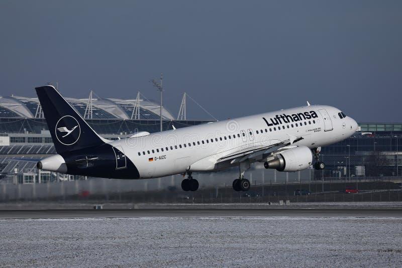 Lufthansa niv royaltyfria foton