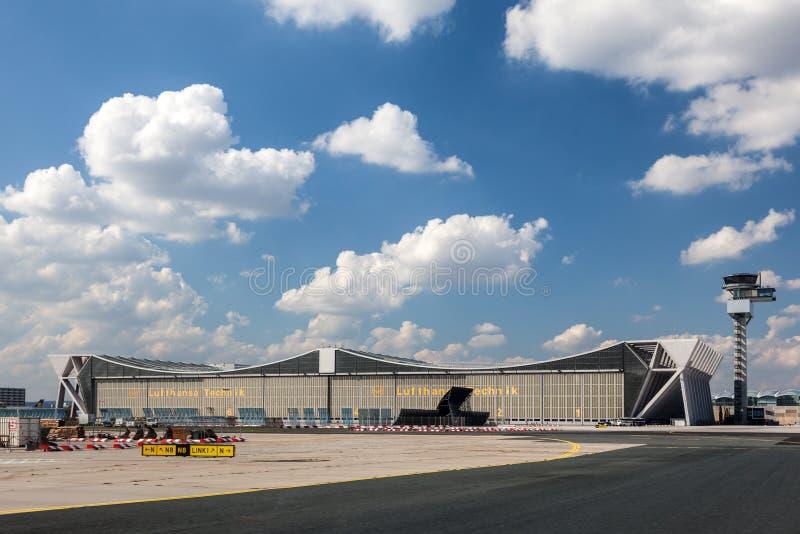 Lufthansa Technik hangar przy Frankfurt lotniskiem fotografia royalty free