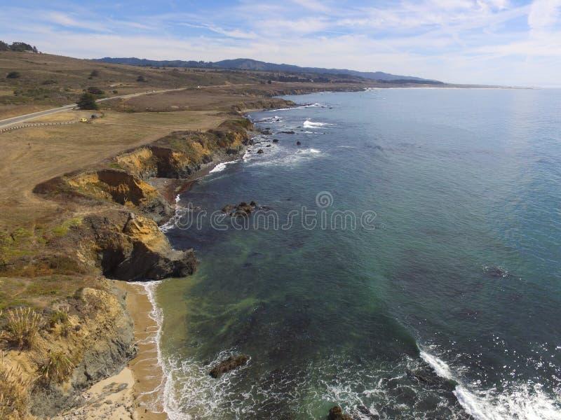 Luftk?stenbilder genommen entlang einer Ausdehnung von California& x27; Pazifikk?ste Hwy s Von San Francisco zum Big Sur lizenzfreie stockbilder