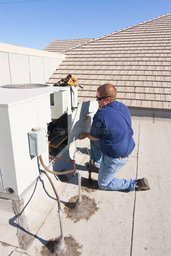 Luftkonditioneringsapparatreparation arkivfoton