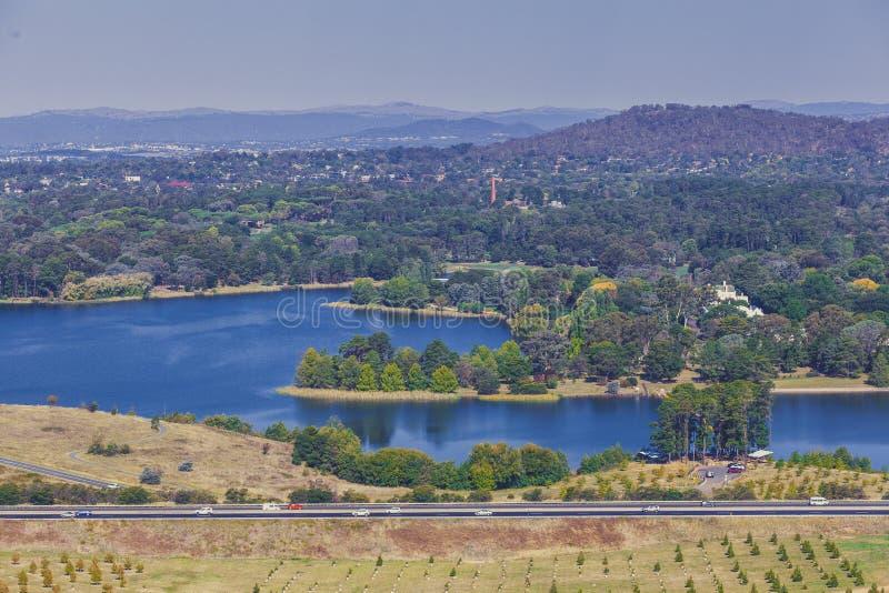 Luftlandschaft von Greif und von Bergen See Burley vom nationalen Arboretum, Canberra, Australien, lizenzfreies stockfoto