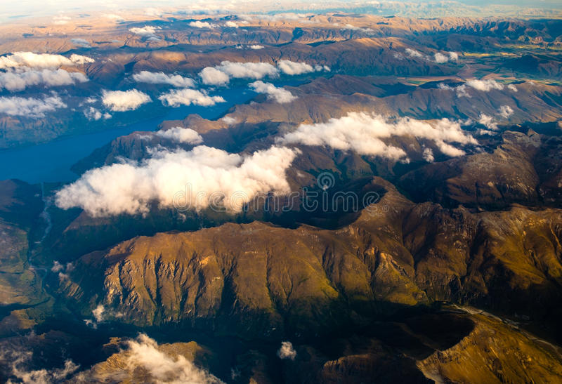 Luftlandschaftsansicht des Gebirgszugs nahe Queenstown, NZ lizenzfreie stockbilder