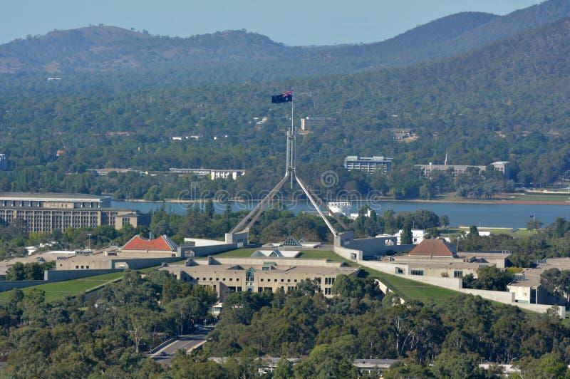 Luftlandschaftsansicht von Australien-Parlamentsgebäude in Canberra lizenzfreie stockfotografie