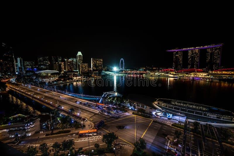 Luftnachtpanoramablick von Singapur lizenzfreie stockfotografie