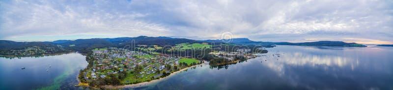 Luftpanorama der Nordwestbucht und gemütlich, Tasmanien stockfotografie