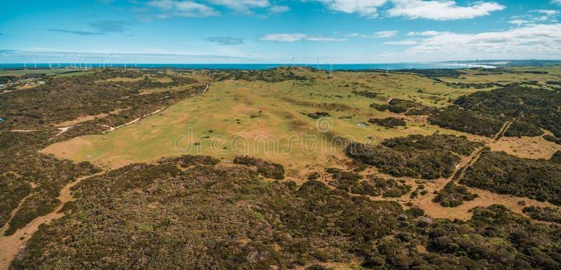 Luftpanorama der schönen australischen Landschaft am hellen Frühlingstag stockbild