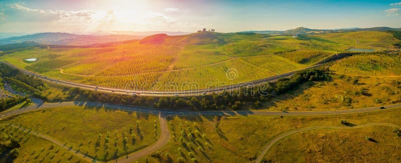 Luftpanorama von Tuggeranong Parkwayin Canberra stockfotografie