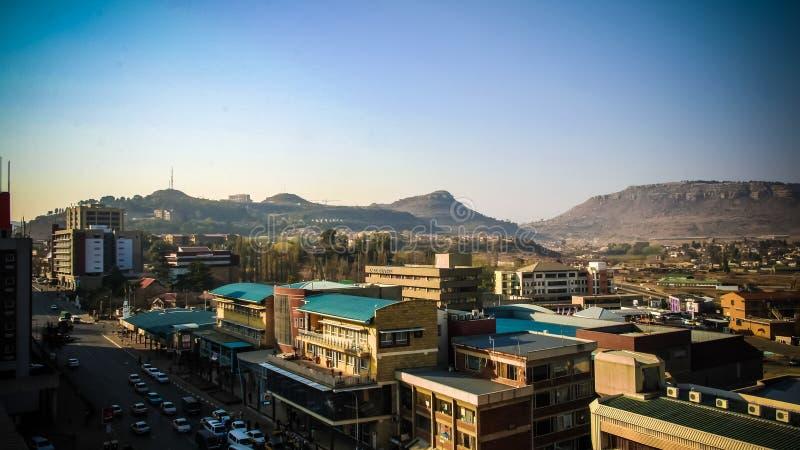 Luftpanoramaansicht nach Maseru, Hauptstadt von Lesotho lizenzfreies stockbild
