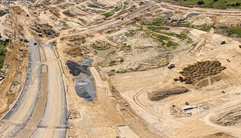 Luftpanoramablick der Baustelle mit Industriemaschinen stockfotografie