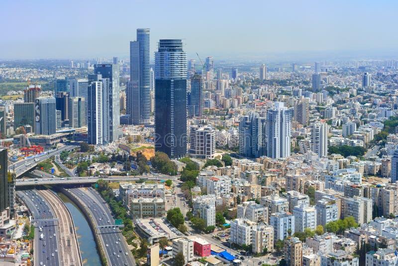 Luftpanoramablick der Stadtgebäude und -Privathäuser lizenzfreies stockfoto