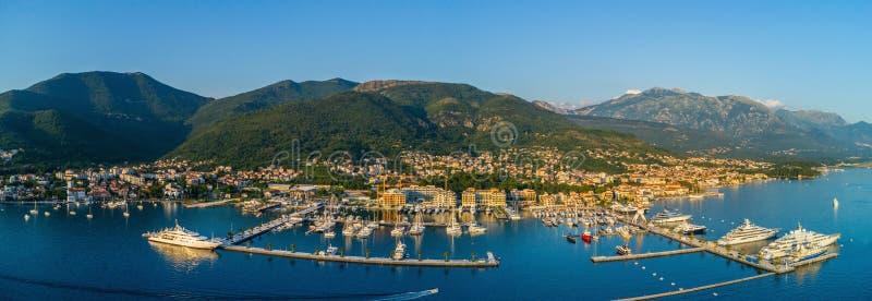 Luftpanoramablick des Abends in Porto Montenegro in Tivat lizenzfreies stockfoto