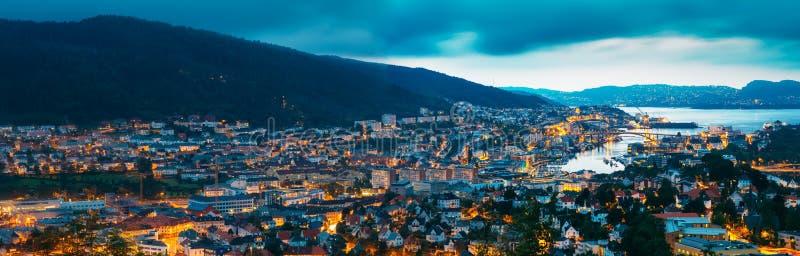 Luftpanoramablick Stadtbild von Bergen und stockbilder