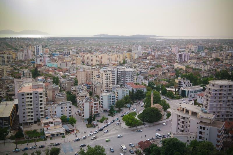 Luftpanoramablick zu Vlore-Stadt und zum Meer, Albanien lizenzfreies stockbild