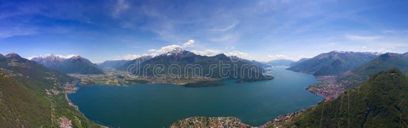 Luftpanoramalandschaft auf Como See stockfotografie