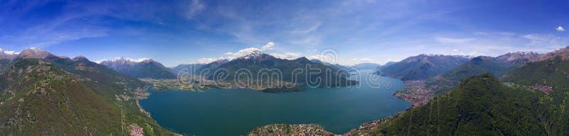 Luftpanoramalandschaft auf Como See stockbild