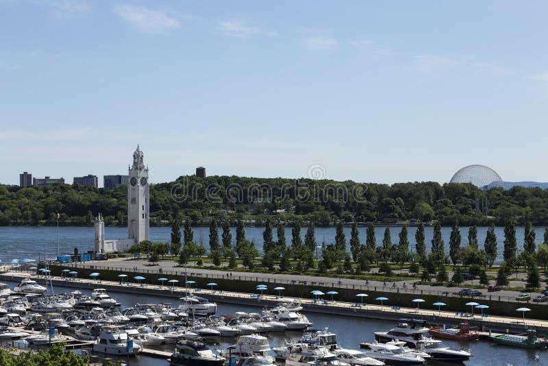 Luftsüdansicht HHorizontal des Jachthafen, Strand und Glockenturms in altem Montreal lizenzfreie stockbilder