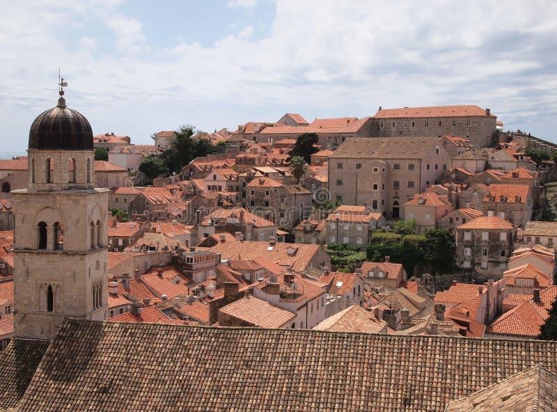 Luftschuß von Dachspitzen von Gebäuden in Dubrovnik, Kroatien lizenzfreie stockfotos