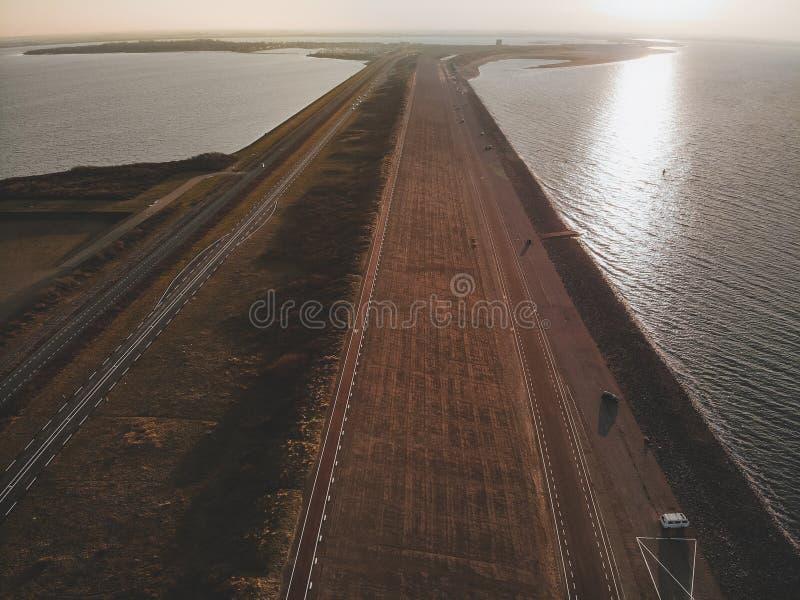 Luftschuß von Goeree-Overflakkee, die Niederlande, Brouwersdam 2019 stockbilder