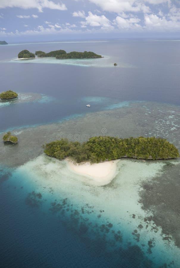 Luftschuß von tropischen Inseln lizenzfreie stockbilder