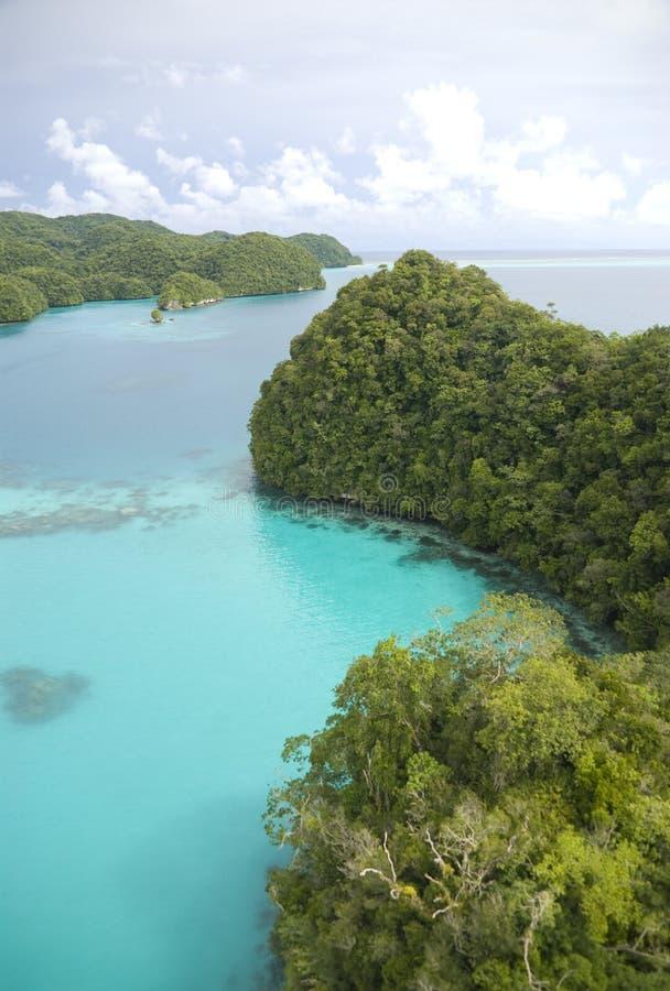 Luftschuß von tropischen Inseln und von Lagune lizenzfreie stockfotografie