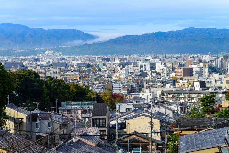 Luftskyline der Kyoto-Stadtbildansicht von Kiyomizu-deraschrein stockfotos