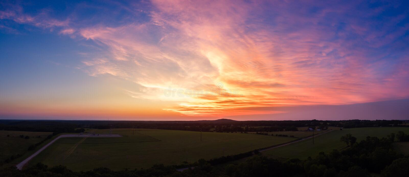 Luftsonnenuntergang über Mittelwesten-Land stockfotos