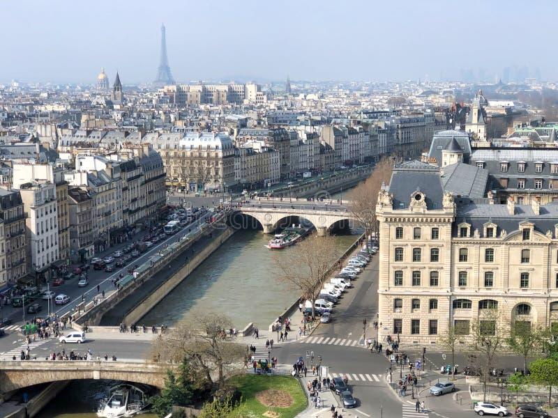 Luftstadtbild vom Notre Dame-Kathedralenturm lizenzfreie stockfotografie