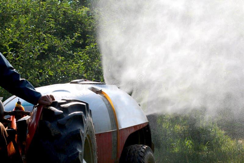 Luftstoßsprüher mit einem chemischen Insektenvertilgungsmittel lizenzfreies stockfoto