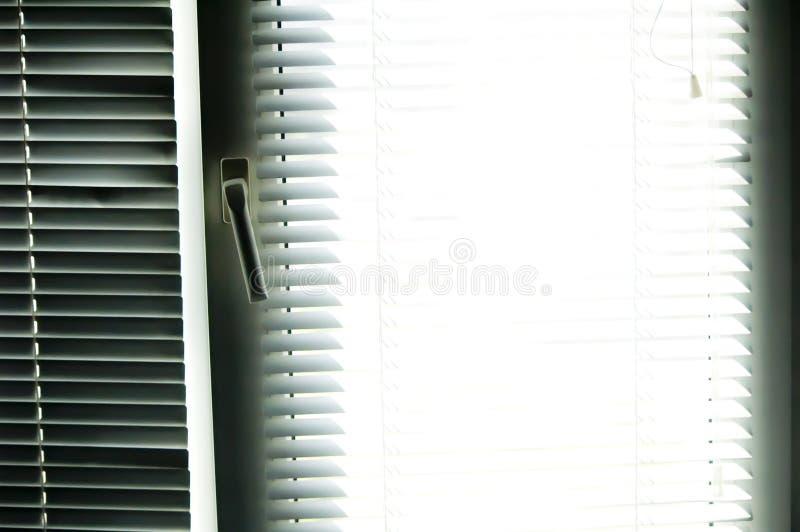 Luftventiler okontrollerat med solstrålen arkivfoto