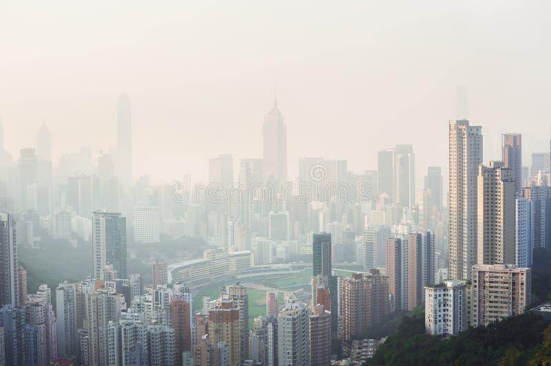 Luftverschmutzung hängt über glücklichem Tal, Hong Kong stockfoto