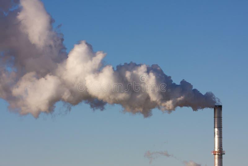 Luftverschmutzung von einer Industrieanlage lizenzfreies stockbild