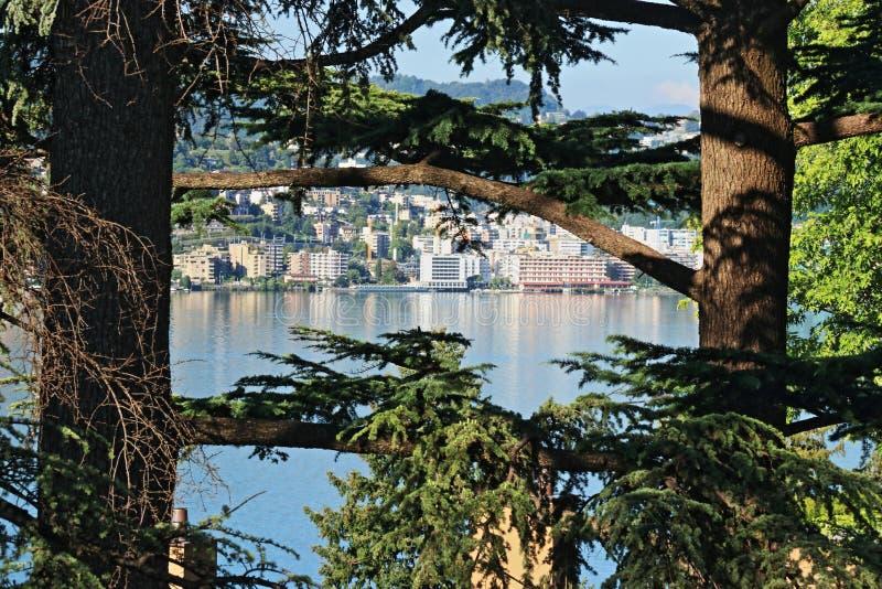 Lugano湖和城市 免版税库存照片