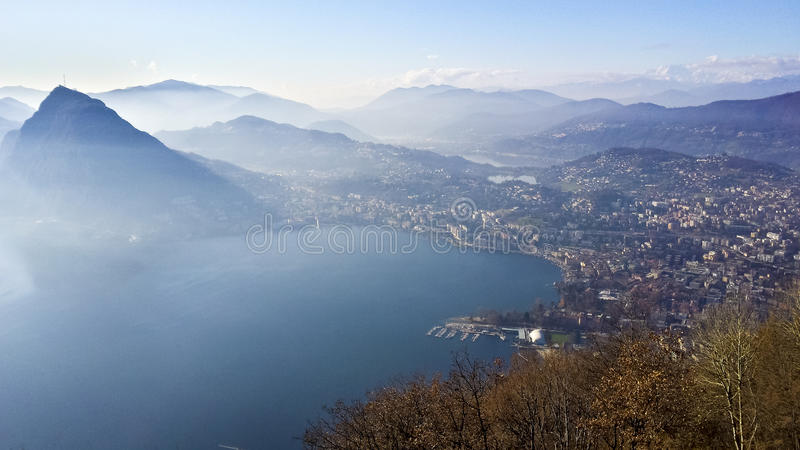 Lugano湖和城市 库存图片