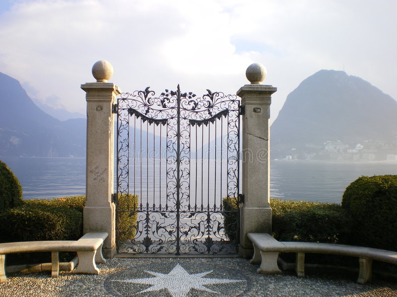 Lugano van het meer poort aan paradiso stock foto's