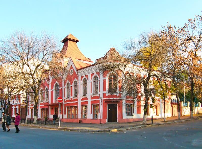 LUGANSK, UKRAINE - 24. OKTOBER 2010: Fassade des Stadtmuseums für Geschichte und Kultur von Lugansk lizenzfreies stockbild