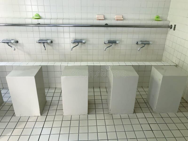 Lugar da ablução para muçulmanos para a purificação antes da sessão da oração em Kobe Mosque, Kobe, Japão fotografia de stock royalty free