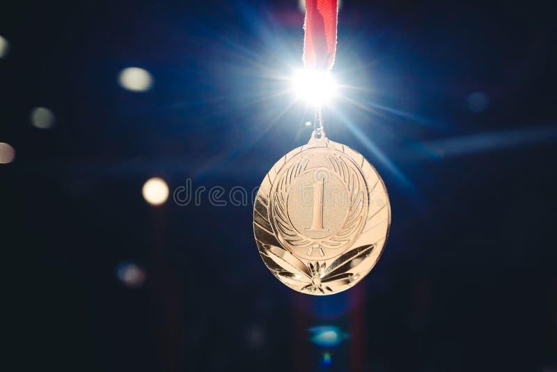 Lugar da medalha de ouro do vencedor do esporte primeiro fotografia de stock royalty free