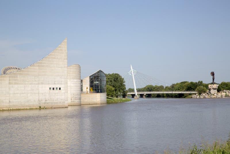 Lugar da ponte pedestre e da exploração em Wichita Kansas EUA imagens de stock
