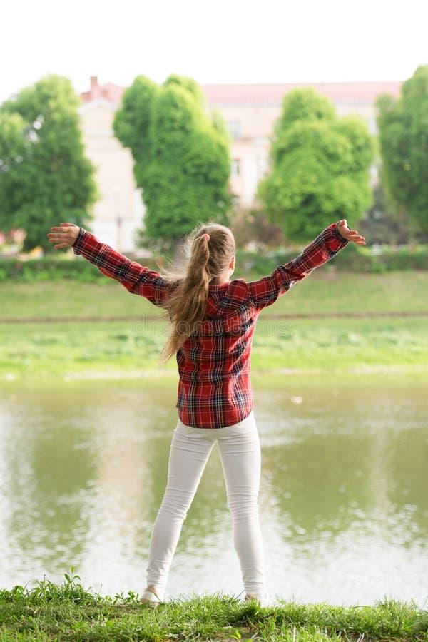 Lugar da pot?ncia Lugar calmo O rio cancela a mente Encontre a paz e relaxe na natureza Calma e calmo Equil?brio da vida fotografia de stock
