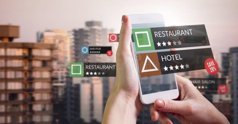 Lugar da revisão do App na realidade aumentada com construções da cidade fotografia de stock royalty free