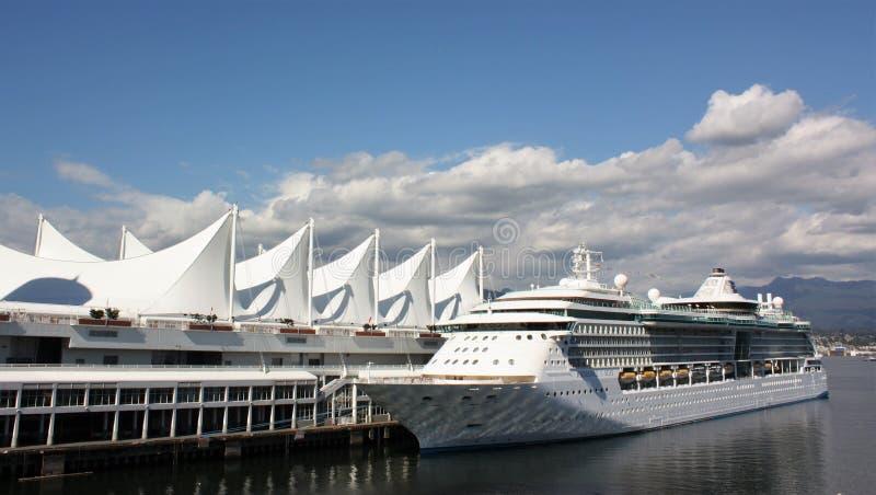 Lugar de Canadá com navio de cruzeiros imagens de stock