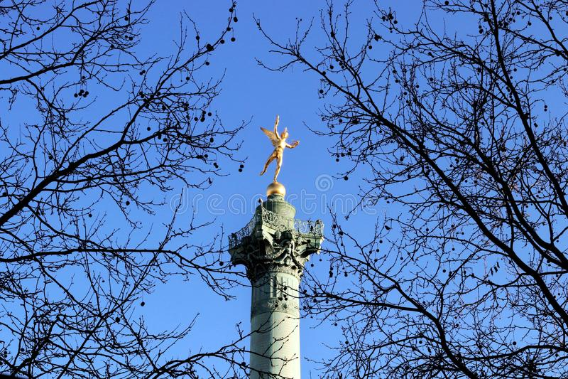 Lugar de la Bastille Gênio da coluna Paris da liberdade em julho foto de stock royalty free