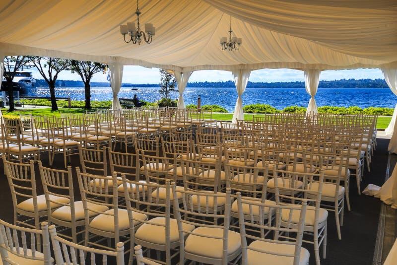 Lugar de la boda de la orilla del lago foto de archivo