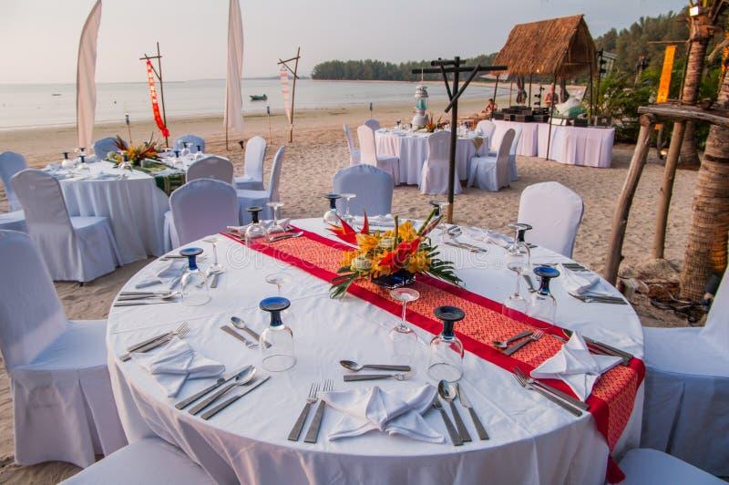 Lugar de la ceremonia de boda en una playa tropical en Tailandia foto de archivo libre de regalías